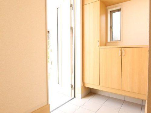 【玄関】トールタイプのシューズボックスがついています。(玄関)