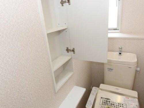 【トイレ】高機能で節水型です。2階にも設備があります。