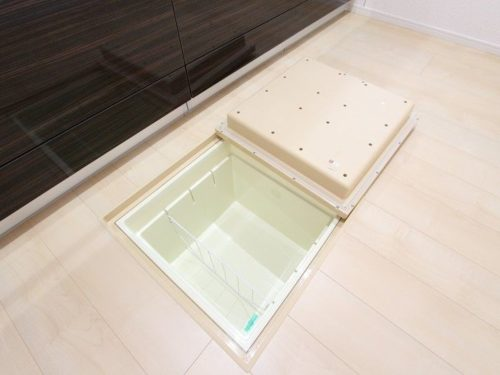 【収納】便利な床下収納がついています。