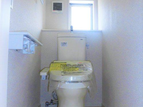 ニッチタイプの収納で、2階にもトイレがあります。
