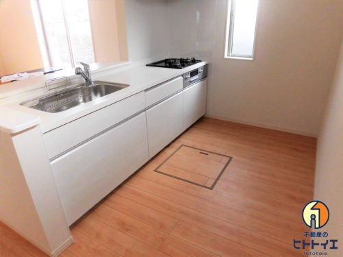 【キッチン】床下収納もある3口コンロの使いやすいキッチンです!